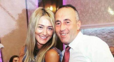 NATYRALE DHE ME STIL/ Gruaja e Haradinaj publikon foton e 10 viteve më parë (FOTO)