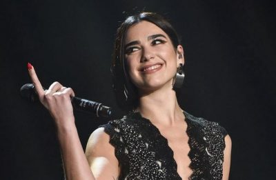 DUA LIPA BËN HISTORINË/ Këngëtarja feston suksesin e radhës dhe ne jemi krenar (FOTO)