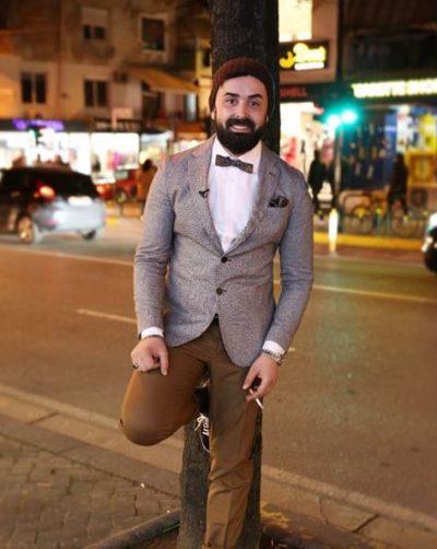 """""""TË BRENDSHMET E KUQE SJELLIN FAT""""/ Këtë ritual e ndjek edhe moderatori shqiptar (FOTO)"""