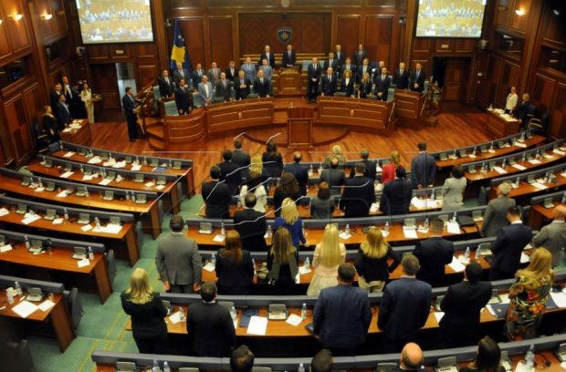 STIL DHE SEKSI/ Deputetja shqiptare kapet mat në një klub nate (FOTO)