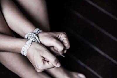 """""""DO BËHESH MODELE""""/ Historia e gruas që përfundoi në skllave seksi"""