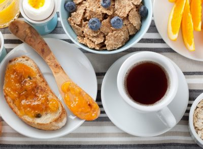 NGA VEZA TEK ARRAT/ 10 ushqimet që duhet të evitoni kur e keni stomakun bosh