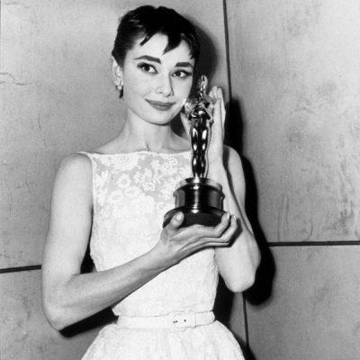 """CEREMONIA MË E RËNDËSISHME/ Fustanet më fantastike në tapetin e kuq të """"Oscars"""" përgjatë historisë (FOTO)"""