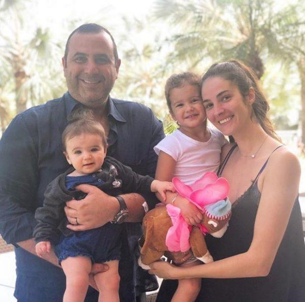 PLAZH DHE DËBORË/ Pushimet e Eminës dhe familjes së saj i kanë të gjitha (FOTO)