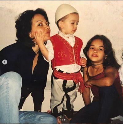 """""""FRYMËZIMI IM""""/ Rita Ora uron nënën për ditëlindje (FOTO)"""