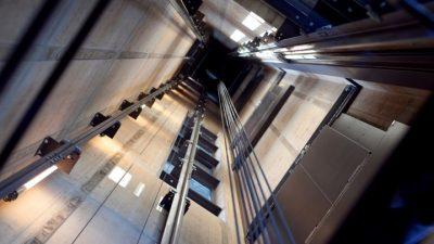 E TMERRSHME/ Gruaja ngec në ashensor gjatë gjithë fundjavës