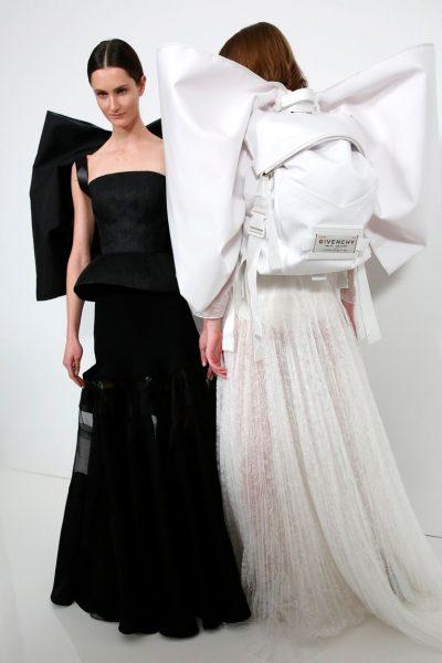"""TË MAHNITSHME/ Modeli i ri i çantave të shpinës """"po çmend"""" adhurueset e modës"""