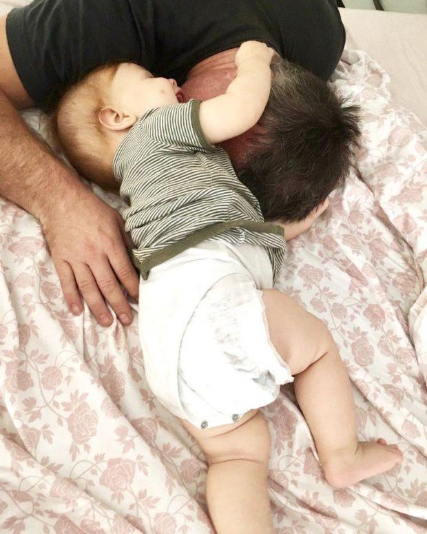 """SI DY PIKA UJI/ Aktori i """"Portokalli""""-së, selfie me djalin e vogël: I madhi dhe…"""