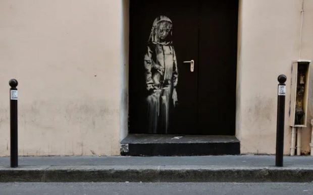 """""""NJË SIMBOL I KUJTIMIT…""""/  Grabitet piktura murale e Banksy (FOTO)"""