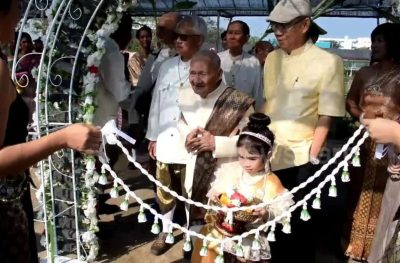DASHURIA NUK NJEH MOSHË/ 100 vjeçari martohet me 96 vjeçaren (VIDEO)
