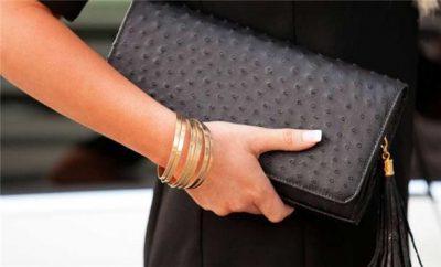 RREGULLA QË DUHET T'I NDIQNI/ Ja si duhet t'i kombinoni çantat me veshjen