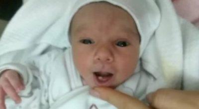 E PAZAKONTË/ Lind në Prizren foshnja me një dhëmb në gojë (FOTO)