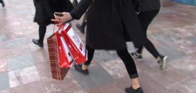 STUDIMI I FUNDIT/ Bërja e dhuratave i bën njerëzit më të lumtur se marrja e tyre