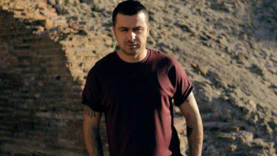 """""""PA U SHARË, PA MIJËRA EURO…""""/ Genc Prelvukaj """"thumbon"""" artistët e tjerë (VIDEO)"""