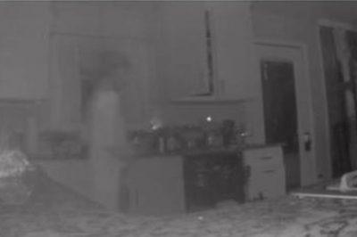E FRIKSHME/ Nëna gjen fantazmën e djalit në kuzhinë (FOTO)