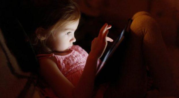 SIPAS STUDIMIT TË FUNDIT/ Ky është sugjerimi i britanikëve për ekranet që janë të dëmshëm për fëmijët