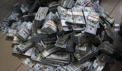 ISHIN PUNËSUAR SI PASTRUES/ Grabiten rreth 1 milionë dollarë në shtëpinë e presidentit