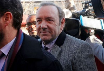 AVOKATËT KËRKOJNË PAFAJSINË/ Kevin Spacey del në gjykatë për t'u përballur me akuzën për ngacmim seksual