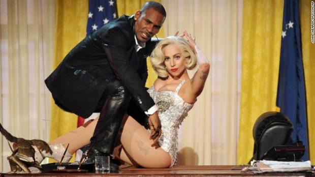 """BASHKËPUNOI ME """"MANJAKUN SEKSUAL""""/ Lady Gaga: E bëra këngën në një periudhë të errët të jetës sime (VIDEO)"""