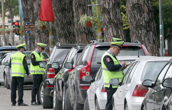 APEL SHOFERËVE/ Policia: Kujdes ku parkoni, mos thyeni rregullat e qarkullimit