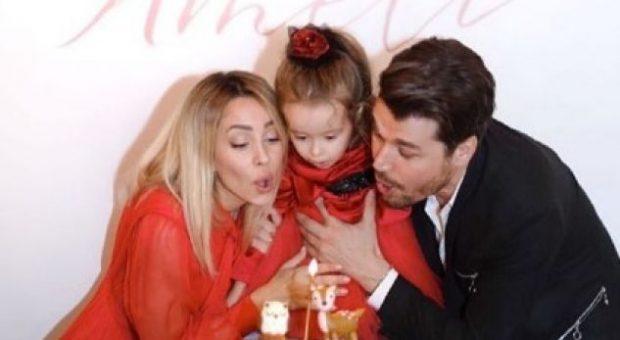 I EMOCIONOI TË GJITHË/ Alban Skënderaj bën dedikimin më të ëmbël për dy femrat e jetës së tij (FOTO)