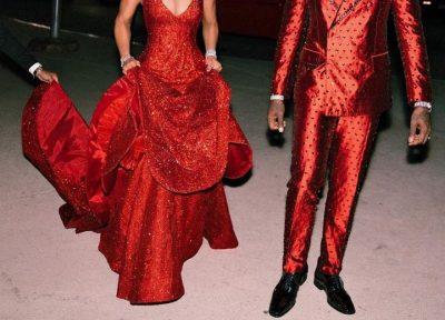 """""""I VERBOI TË GJITHË""""/ E dashura e reperit të famshëm vesh fustan me 1 milionë kristale (FOTO)"""