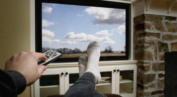 DËSHIRONI TË HUMBNI PESHË? Mjafton të ndizni televizorin