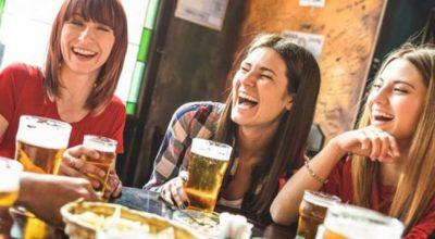 BIRRË PARA VERËS APO E KUNDËRTA? Zbuloni si ndikojnë këto pije tek dhimbja e kokës