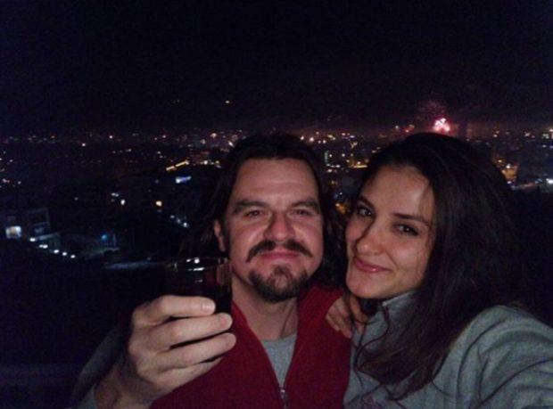 TEKSA FLE ME GRUAN/ Aktori shqiptar i SHOKON të gjithë: Nëna futet në dhomë me dylbi