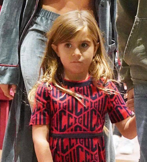 VETËM 6 VJEÇ/ Vajza e Kourtney sapo realizoi modelin e parë të flokëve (FOTO)