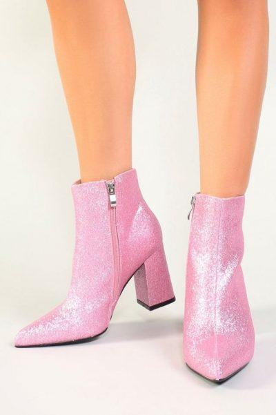 PËR ATO QË ADHUROJNË XIXAT/ 10 modele çizmesh që mund t`i gjeni lehtësisht në internet