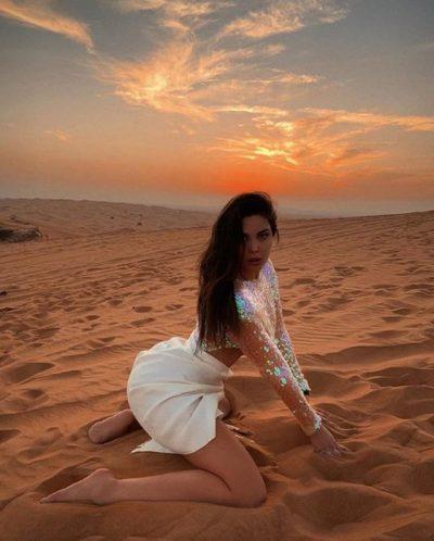 U HABITËM! Në Instagram del yll, por shihni si duket Françeska Jaçe në foton e pashaportës