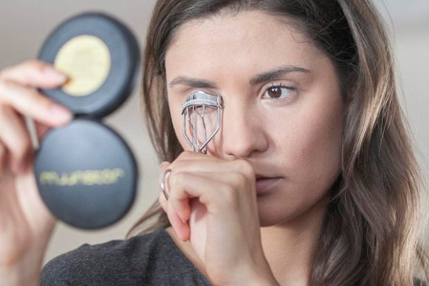 Si duhet përdorur kthyesja e qerpikëve që mos të ketë asnjë pasojë negative për sytë tuaj