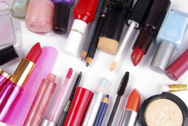 NËSE JU PËLQEN TË RICIKLONI/ Kështu mund të ripërdorni produktet e vjetra kozmetike (VIDEO)