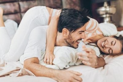 """""""MË MIRË SE KAMOMILI""""/ Ja arsyet e vlefshme për të bërë seks gjatë dimrit"""
