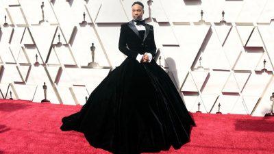 INTERNETI U ÇMEND/ Aktori i famshëm parakalon në tapetin e kuq të çmimeve Oscar me një fustan-kostum