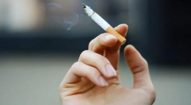 KUJDES/ Mos pini më shumë se kaq cigare në ditë, mund të verbëroheni