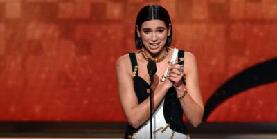 """DUA LIPA BËN HISTORINË/ Fiton """"Grammy""""-n e dytë në karrierë (VIDEO)"""