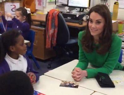 """""""FAMILJA IME MË BËN TË LUMTUR""""/ Fjalët emocionuese që Kate u tha fëmijëve dhe veshja…(FOTO)"""
