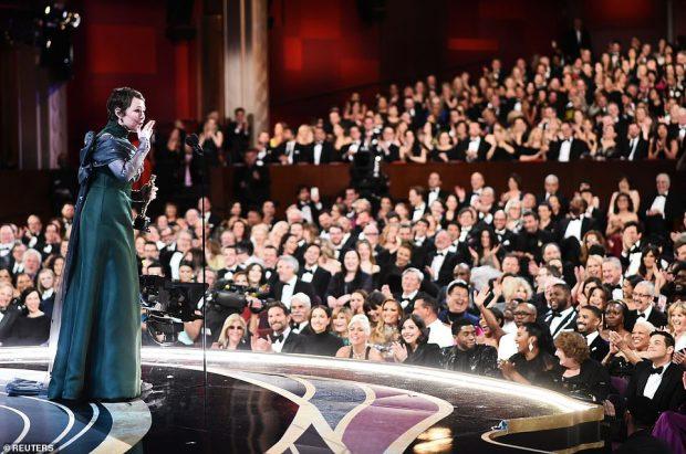 DIKUR PASTRUSE ,SOT FITUESE E OSCAR-IT/ Aktorja nuk ndal dot lotët gjatë fjalimit (FOTO)