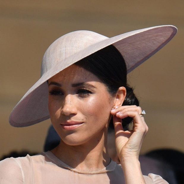 MË E ËMBËL SE KURRË MË PARË/ Meghan Markle i mahniti të gjithë me veshjen e saj gjatë eventit në Afrikën e Veriut