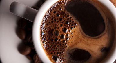 SYGJERIMI I HULUMTIMIT/ Ja çfarë i bëni trupit nëse pini 6 kafe në ditë