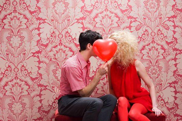 GUIDË PËR SHËN VALENTININ/ Ja çfarë dhuratash mund ti bëni partneres suaj