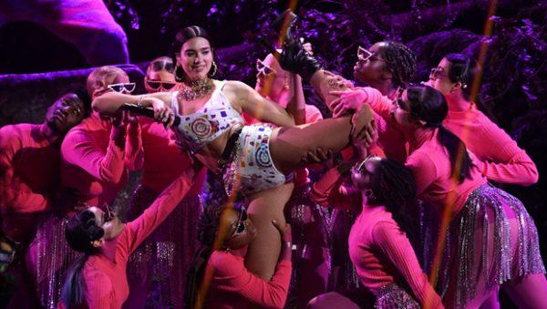 """PERFORMANCË E JASHTËZAKONSHME/ Dua Lipa shkëlqen përkrah Calvin Harris në skenën e """"Brits Awards"""""""
