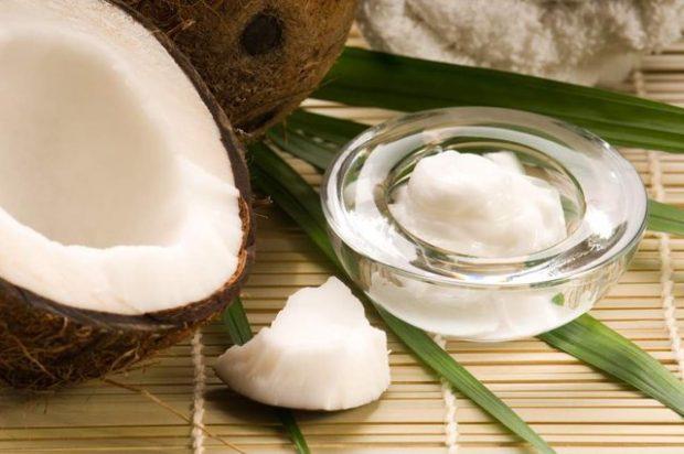 """ERDHI KOHA TË HEQIM DORË/ Vaji i kokosit qenka """"helm"""" për trupin tonë"""