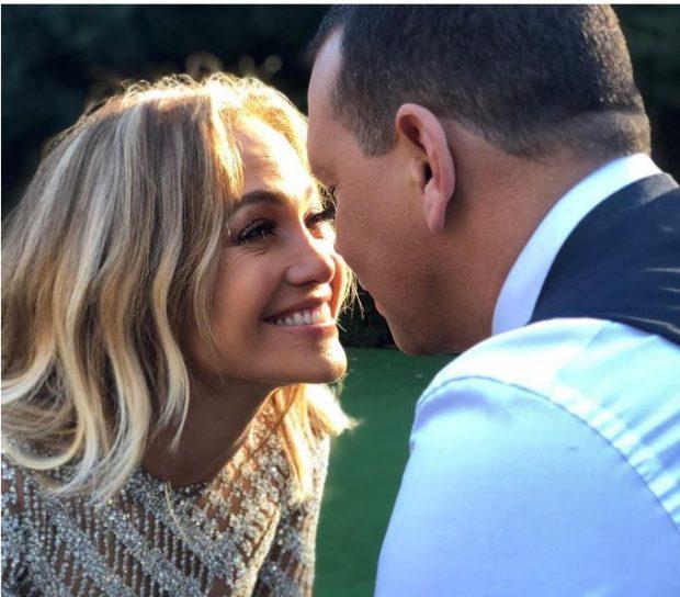 """2 VJET E LIDHUR ME ALEX/ Jennifer Lopez i bën dedikimin më romantik """"macho""""-s së saj"""