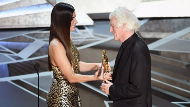 PAS PËRBALLJES ME REAGIMET E AKTORËVE/ Të gjitha çmimet Oskar do prezantohen gjatë transmetimit live, jo gjatë reklamave