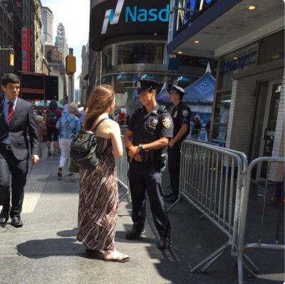 I RRËMBEU ZEMRËN/ Këngëtarja e njohur martohet papritur me policin (FOTO)