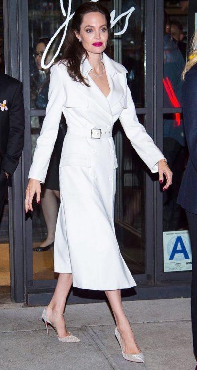 KUSH THA QË VESH VETËM TË ZEZA? Një leksion stili nga Angelina Jolie (FOTO)
