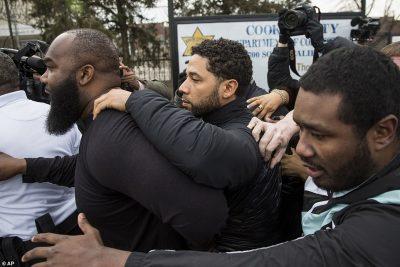 SAJOI SULMIN KUNDËR TIJ/ Aktori i famshëm paguan 10 mijë $ dhe lutet ta besojnë (FOTO)